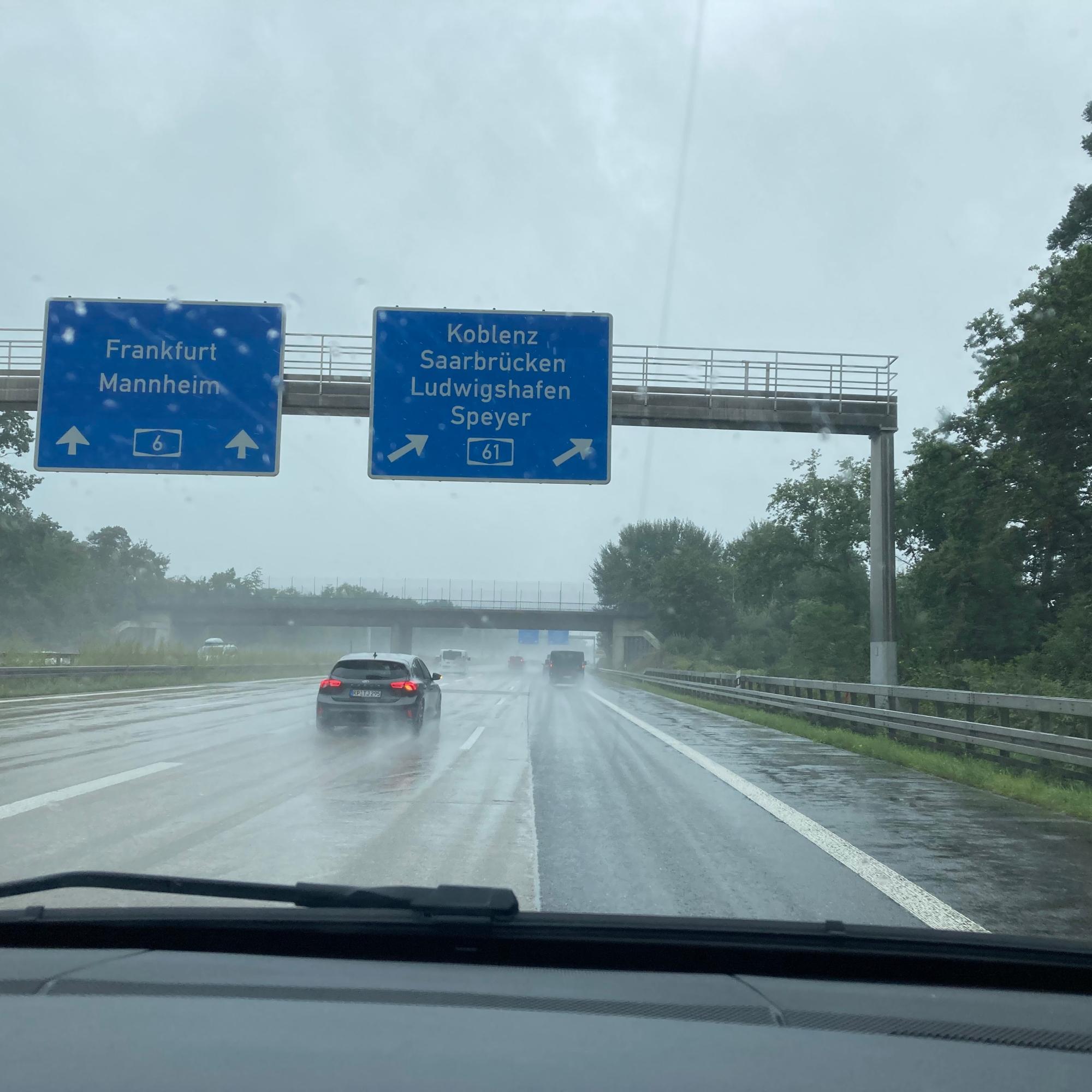 Autobahn im Regen